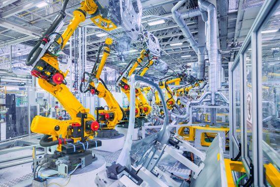 Limpieza de cadenas de montaje y maquinaria